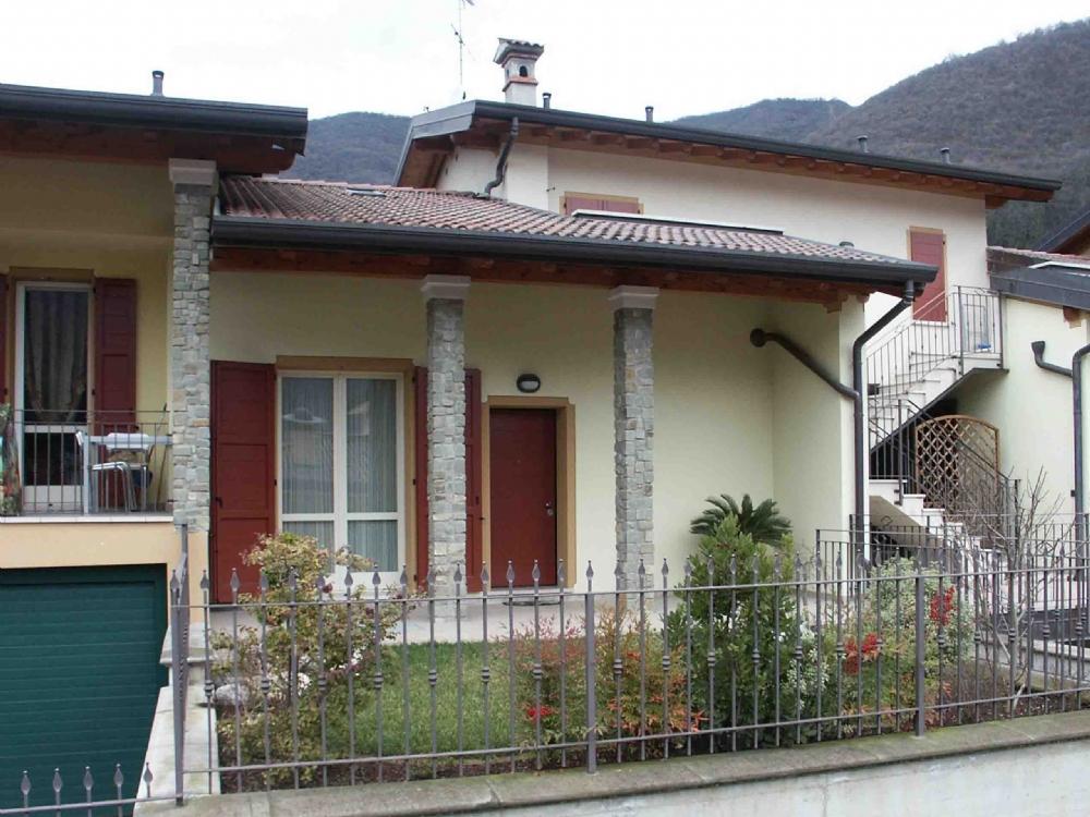 Vendita schiera in vendita per acquisto a villa carcina for Portico auto in vendita